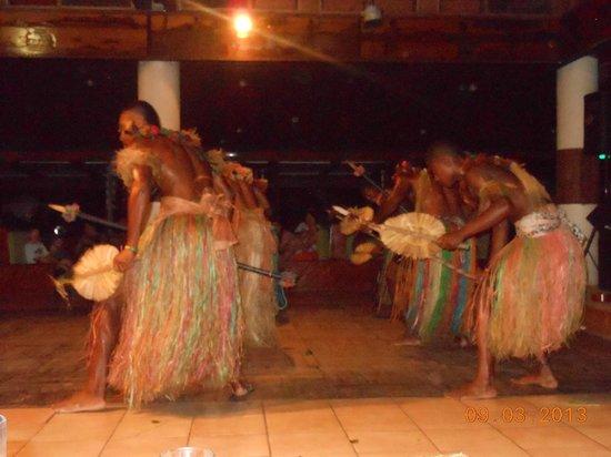 Mana Island Resort:                   Meke Show