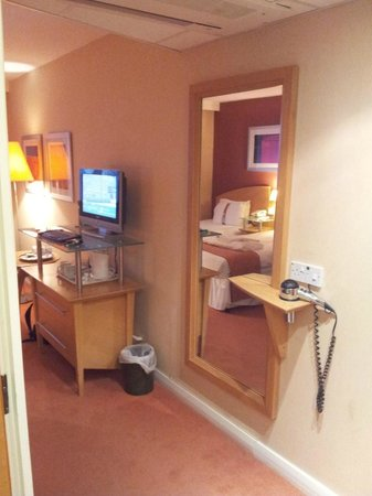 Holiday Inn Ashford North A20:                   Room