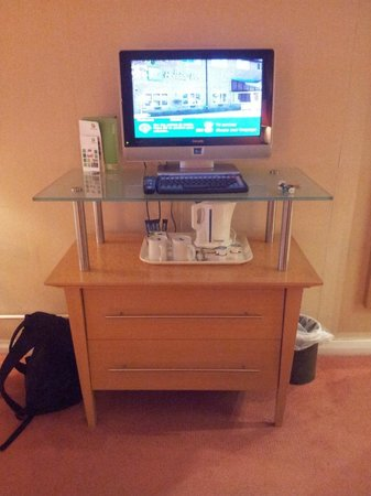 Holiday Inn Ashford North A20:                   TV unit with kettle tray