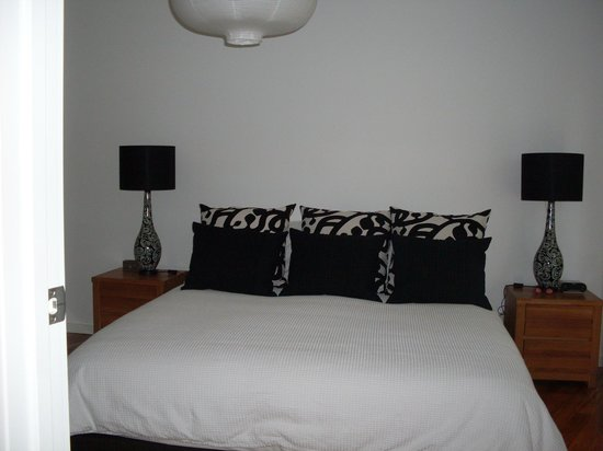 Dalrymples Guest Cottages:                   bed