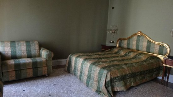 Ca' Gottardi:                   Hotel Room - bed