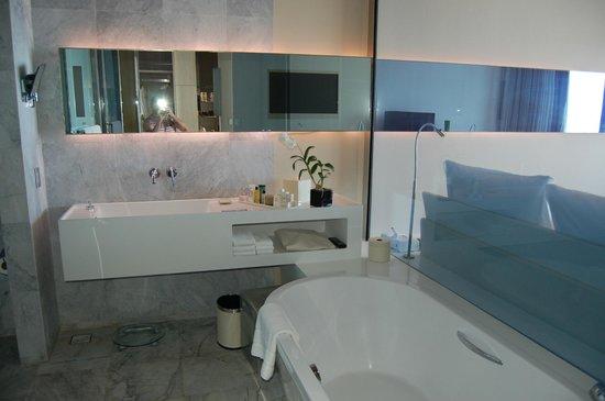 Hilton Pattaya:                   Bathroom