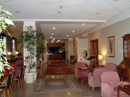 Grand Hotel Diana Majestic:                   salone d'ingresso