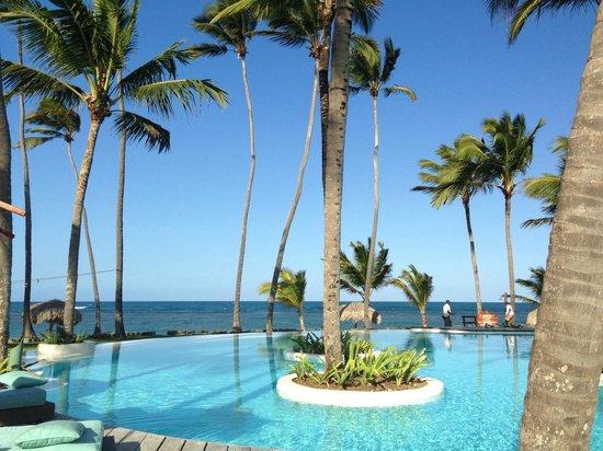 Zoetry Agua Punta Cana:                   Pool and ocean