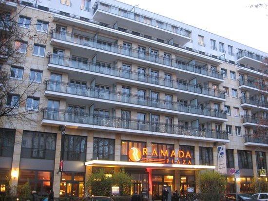 Ramada Plaza Berlin City Centre Hotel & Suites :                   Christmas Lights