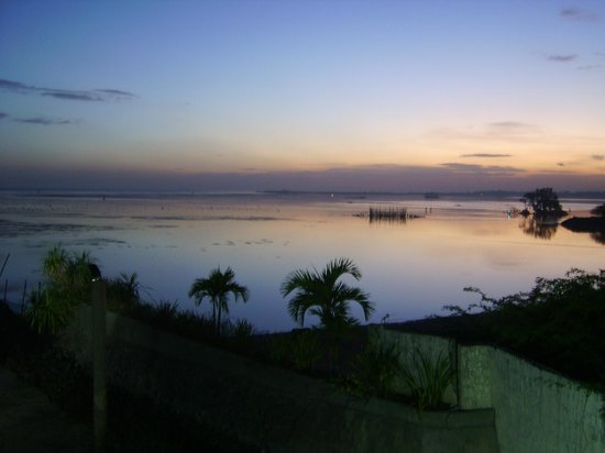 Cebu Marine Beach Resort: sunset
