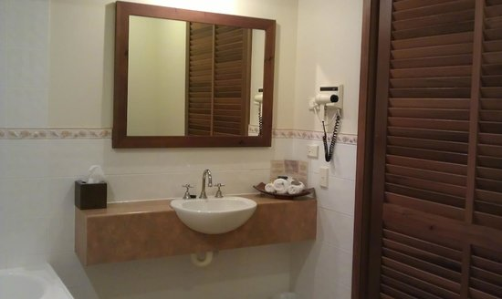 Hibiscus Resort & Spa:                   Bathroom sink/mirror area