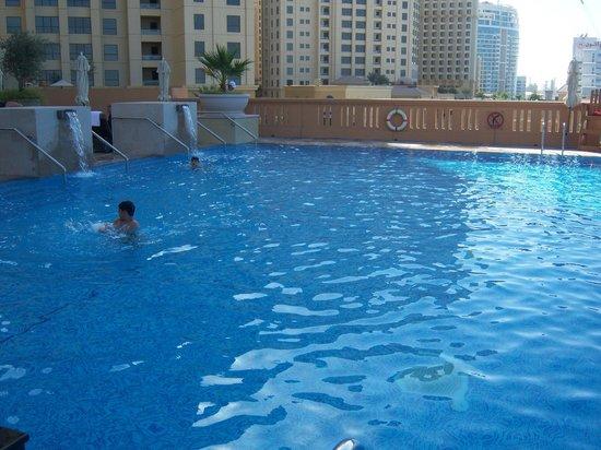 Sofitel Dubai Jumeirah Beach: La piscina