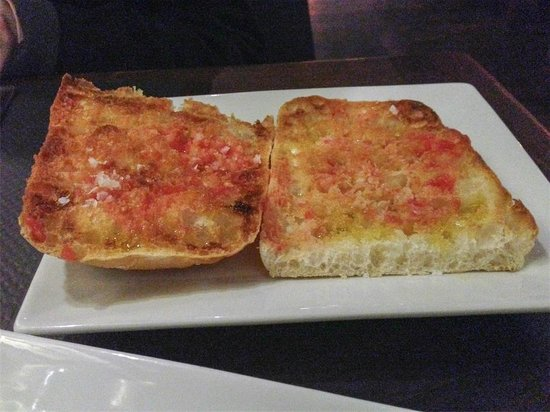 Pinotage Restaurante and Cafe: Pan con cristales (tomate)