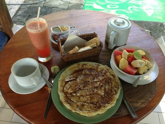 Kebun Indah:                   Breakfast second day by the pool side