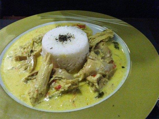 Pinotage Restaurante and Cafe: Pollo al curry con arroz