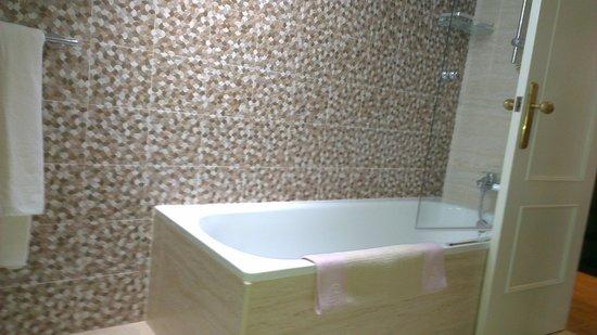 Hotel Boutique Las Brisas:                   Bathroom.