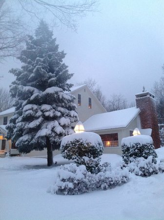 Seth Warner Inn: Winter scene