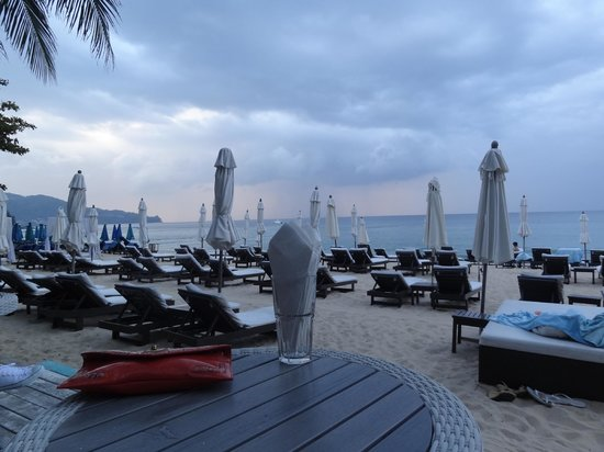 Twinpalms Phuket:                   Catch Beach Club overlooking Surin Beach