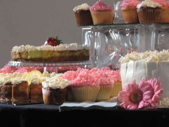 Kate's Sweet Indulgence Catering & Cafe: cupcakes galore!
