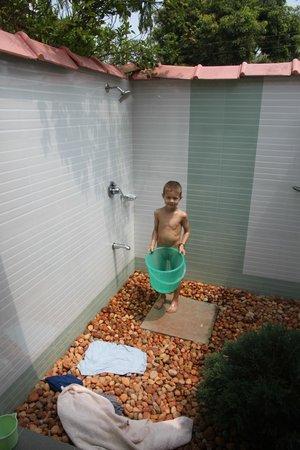Thevercad Homestay:                   Outdoor bathroom - great idea!
