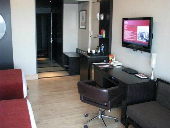 Crowne Plaza Bengaluru Electronics City:                   All amenities in room