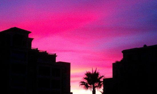 Puesta de sol desde el hotel.... Increibles colores (sin retocar nada)