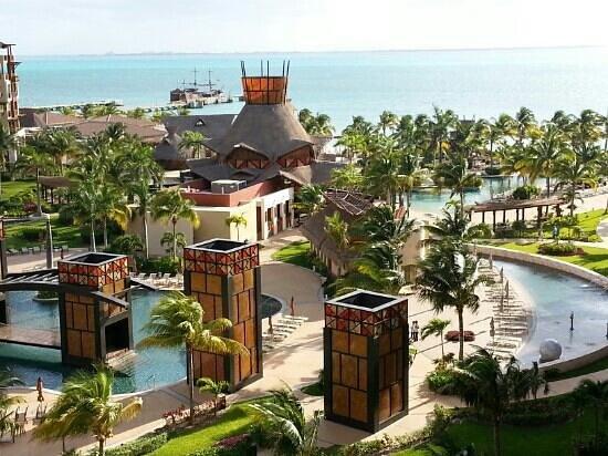 Villa del Palmar Cancun Beach Resort & Spa:                   Great view grounds.