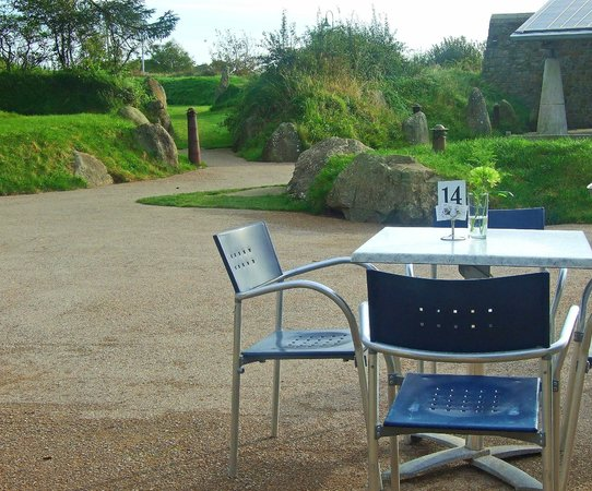 Oriel Y Parc Cafe: Outside seating for our canine friends...