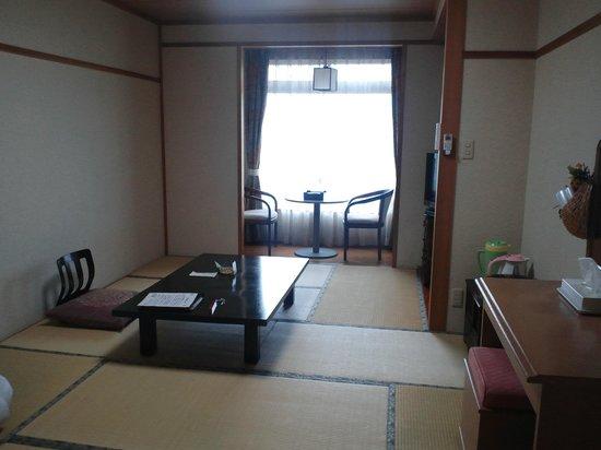 Iwato:                   和室