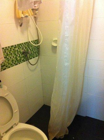เดอะอินน์ศาลาแดง:                   Tiny bathroom