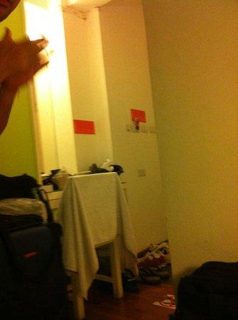The Inn Saladaeng:                   Small vanity area