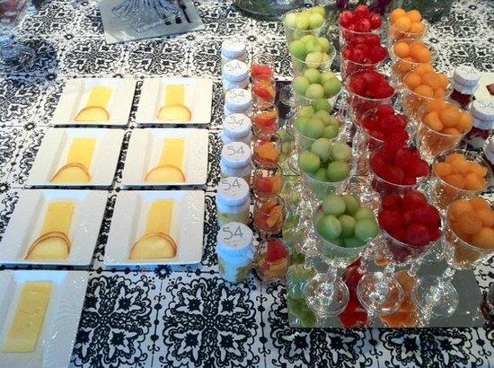 54 on Bath:                   buffet della colazione