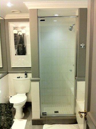 54 on Bath:                   il bagno della camera