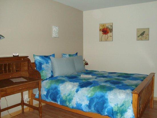 Motel le Marquis : chambre lit queen