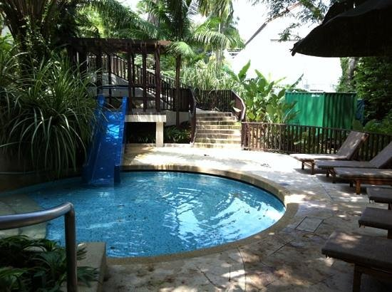 Amara Sanctuary Resort Sentosa:                   the well shaded children's pool