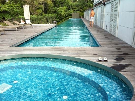 Amara Sanctuary Resort Sentosa:                   the lap pool by the colonial suites