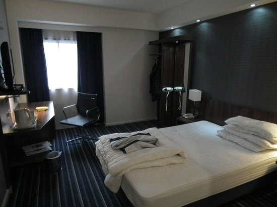 Holiday Inn Express Belfast City Queens Quarter:                   room