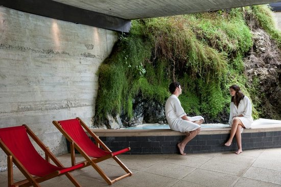 Hotel Antumalal: Hydro massage pool with adjacent garden & glass roof for star spotting!