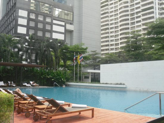 COMO Metropolitan Bangkok:                   Pool at the Metropolitan