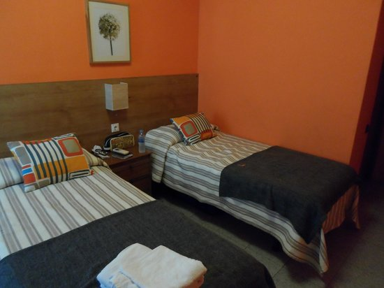 Hostal Alogar:                   Twin room