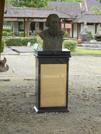 Museum Karmawibangga:                   Memorial to Rabindranath Tagore