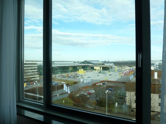 Mövenpick Hotel Stuttgart Airport & Messe: Messe Fair view 5th floor