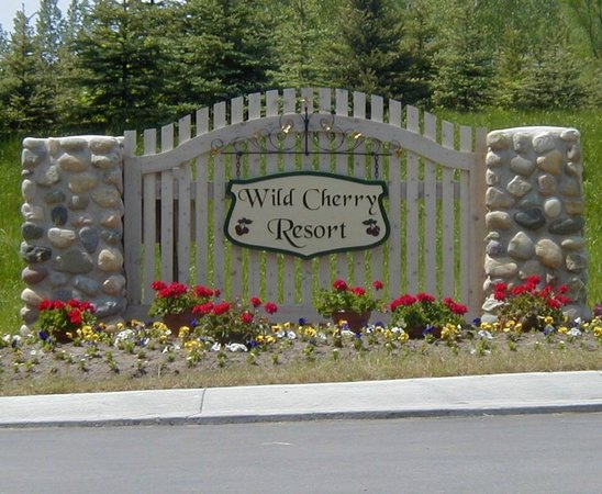 Wild Cherry Resort: Entrance to the RV Park