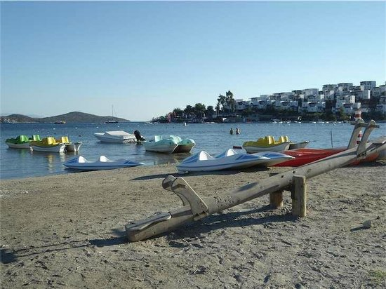 Bodrum, Turquía:                   Pedalos at Bitez Beach