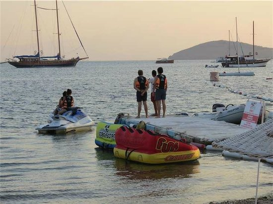 Bodrum, Turquía:                   Water sports on Bitez Beach