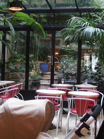 Hotel Amour:                   Restaurant
