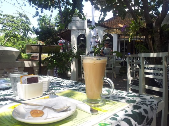 Gardenia Guesthouse:                   A drink at the coffee shop