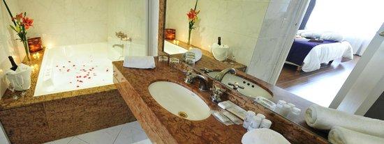 Dazzler San Martin: Bathroom