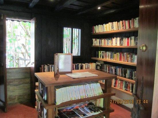 Gangehi Island Resort:                   Libreria