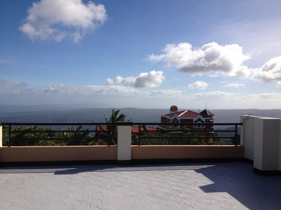 Belize Tagaytay Bed & Breakfast:                   View deck
