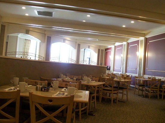 Hilton Woodcliff Lake: Restaurant, Saffron in Hotel Lobby