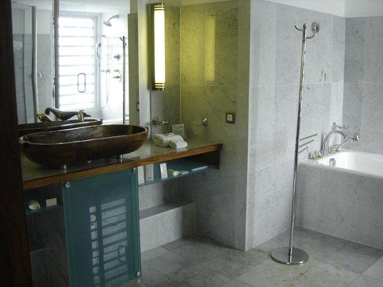 L'Escapade Island Resort: salle de bain