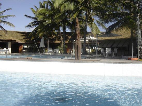 L'Escapade Island Resort: Piscine et accès buffet / bar /salle massage