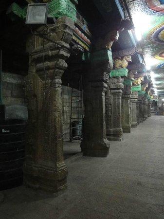 Sri Meenakhsi-templet:                   Sri Meenakshi Temple pillars
